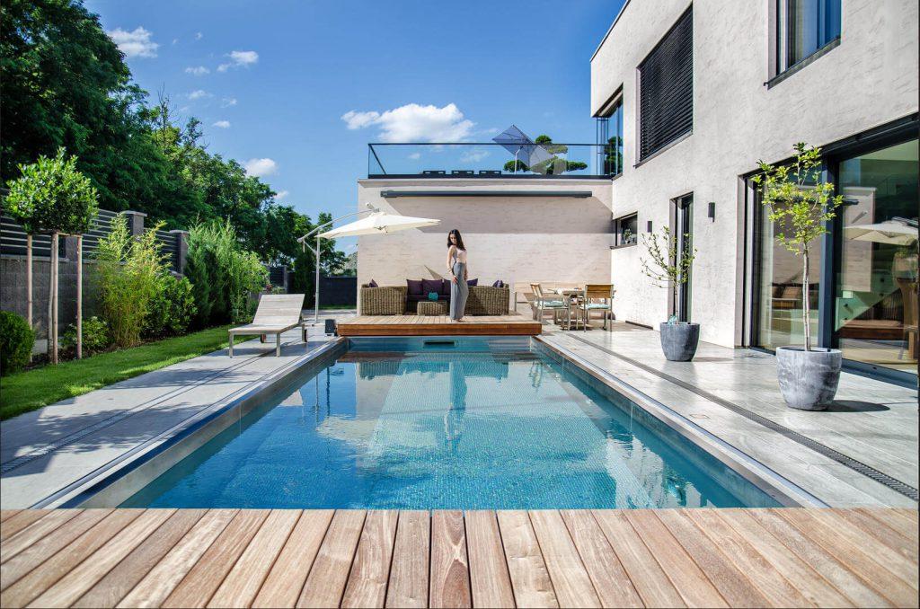 Dizajnový bazén s mobilnou terasou