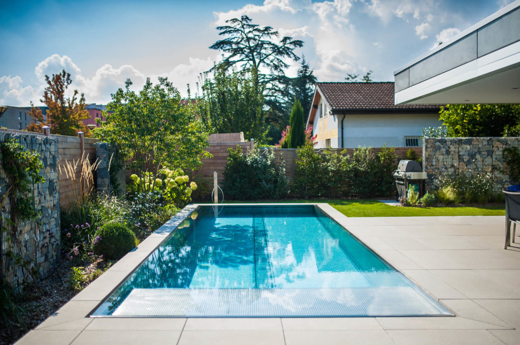Záhradný nerezový bazén so skrytým prelivovým žľabom