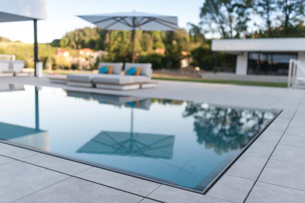 Nerezový bazén so skrytým prelivovým zľabom