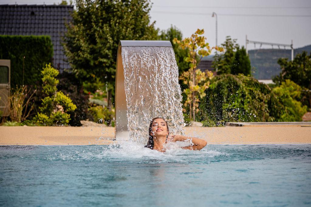 Nerezový bazén s chrličom vody